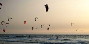 Kites in de lucht in Scheveningen